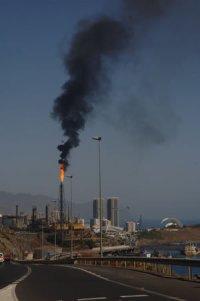 20110302102107-refineria.jpg