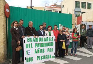 20070210235954-picachos-mini.jpg