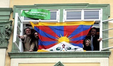 20080328120037-vlajka-tibet.jpg